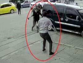 Ankara da bıçak, tabanca ve çekiçli yol verme kavgası: 3 yaralı