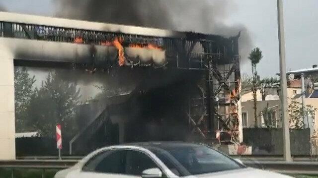 Bursa'da korku dolu anlar: Üst geçit alev alev yandı