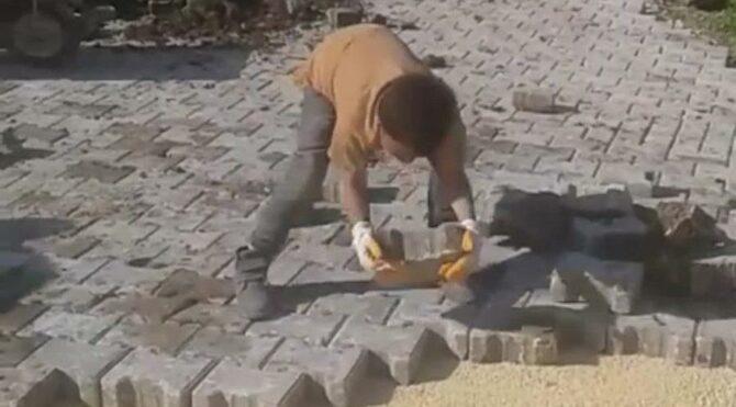 Çocuk işçiyi, küçük ustamız diye tanıttı