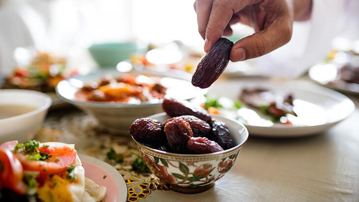 Diyabet hastaları ramazanda oruç tutabilir mi, tutarsa ne olur?