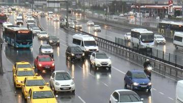 İstanbul güne yağmurla başladı! Trafik kilit