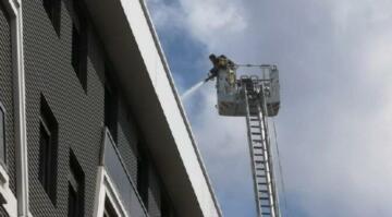 Kadıköy'de 5 katlı binada yangın: 3 kişi yaralandı