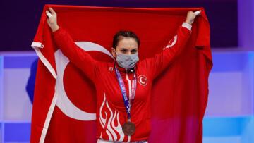 Milli halterci Şaziye Erdoğan'dan bronz madalya!
