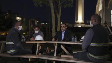 Bakan Dönmez, elektrik dağıtım işçileriyle iftar yaptı