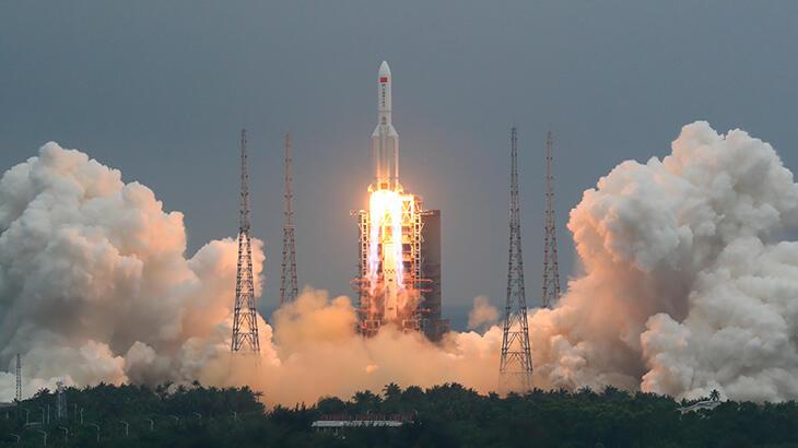 Dünyanın gündeminde yer alan 'Çin roketi' görüntülendi!