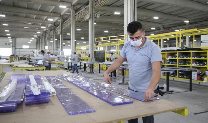 """İşveren ve işçi arasındaki """"güçlü bağ"""" yanan fabrikayı yeniden ayağa kaldırdı"""