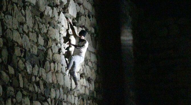 Polis kale duvarında yakaladı