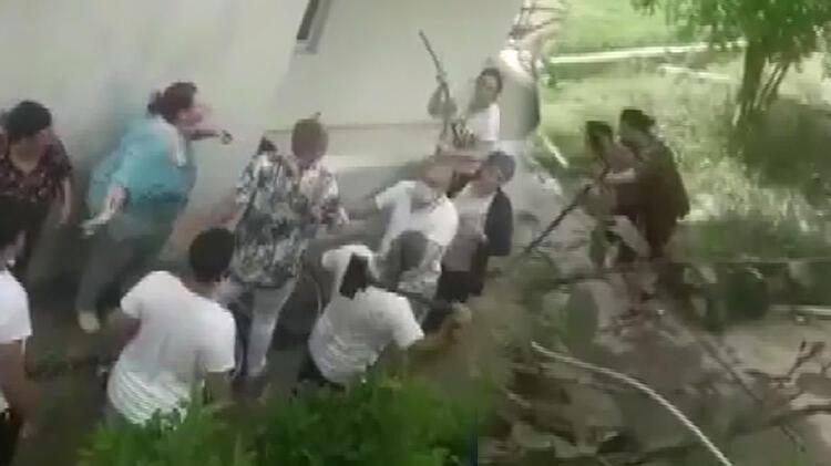 Site bahçesinde başlayan kavga, acil serviste devam etti!