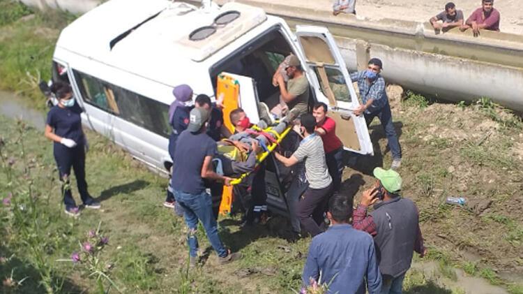 Tarım işçilerini taşıyan minibüs şarampole düştü! 2'si ağır 7 yaralı