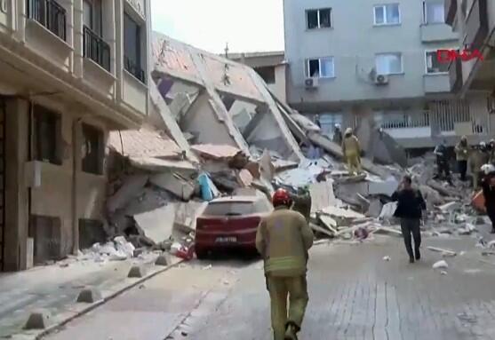 Zeytinburnu'nda çöken binanın bölgesinden görüntüler