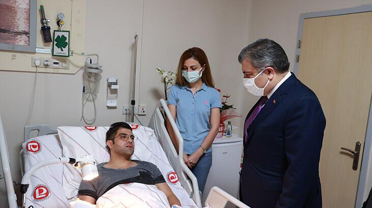 Bakan Koca'dan, bıçaklı saldırıya uğrayan doktor Ertan İskender'e ziyaret