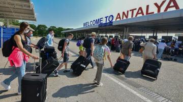 Bir günde 41 uçakla 13 bin Rus turist gelecek