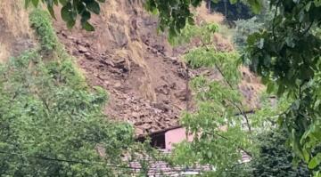 İstanbul'da yağış sonrası toprak kayması