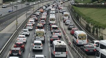 Kısıtlama sonrası İstanbul'da trafik kilit