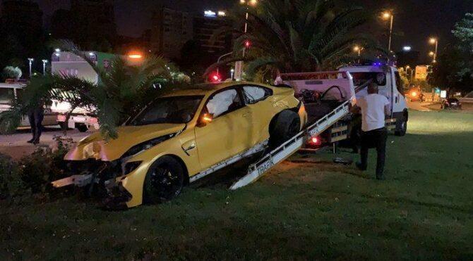 Lüks otomobiliyle kaza yapan sürücü kaçtı