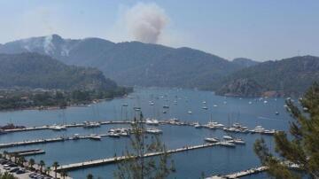 Alevler hızla yaklaşıyor! Evler boşaltıldı, yatlar ve tekneler açığa demirledi