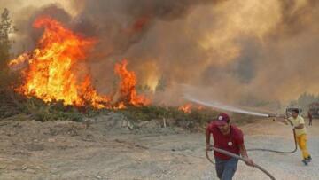 Başkan Muhittin Böcek: Yangın devam ediyor, siyasetin zamanı değil
