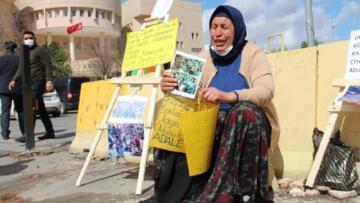AKP'li vekilin şikayetiyle oğlu için adalet nöbeti tutan kadının 4 yıl hapsi isteniyor