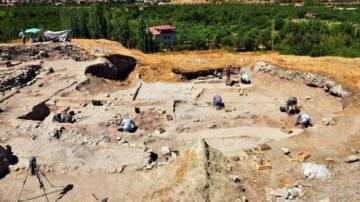 Arslantepe Höyüğü'nde 5 bin yıl önceden kalma 2 çocuk iskeleti bulundu