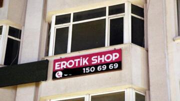 Bolu'da 'erotik shop' mühürlendi, tabelası söküldü