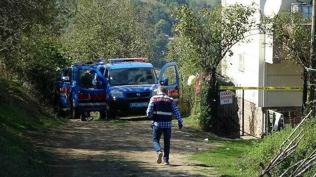 Evinin önünde silahlı saldırıya uğradı: Eşi öldü, kendisi ağır yaralandı
