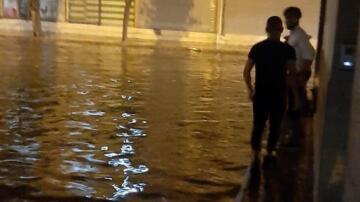 İskenderun'da şiddetli yağış! Yolları su bastı