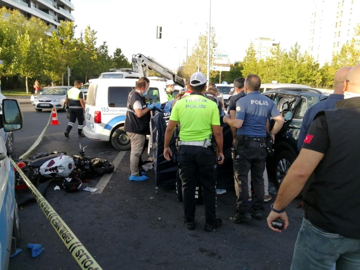 Son dakika haberleri… Son sürat giden motosiklet sürücüsü otomobile çarptı: 1 ölü, 2 yaralı