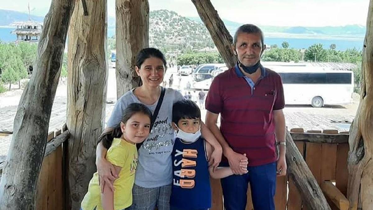 4 kişilik aile gözyaşlarıyla toprağa verildi