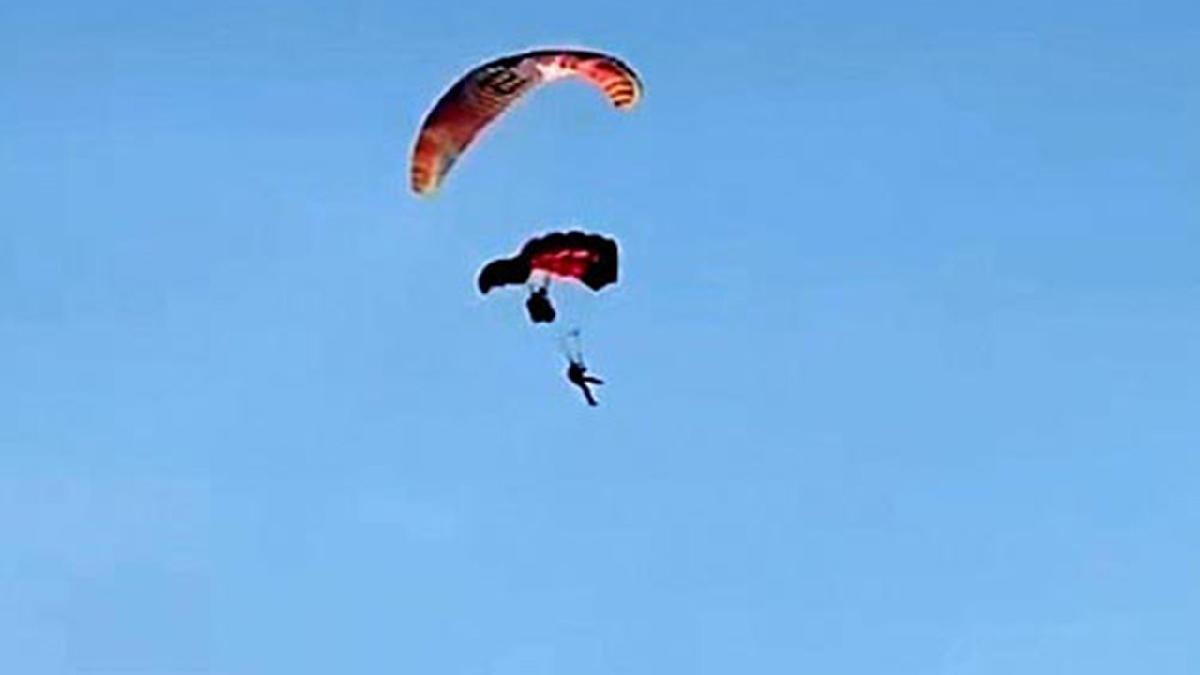 Havada çarpışan 3 paraşütçü denize çakıldı