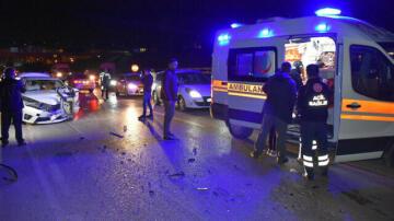Kırıkkale'de iki otomobil kafa kafaya çarpıştı: Biri ağır 8 yaralandı